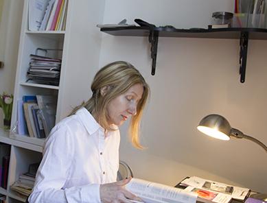 Physiotherapie und Osteopathie | Portrait | Eva Reischer Kunzova | Schreibtisch