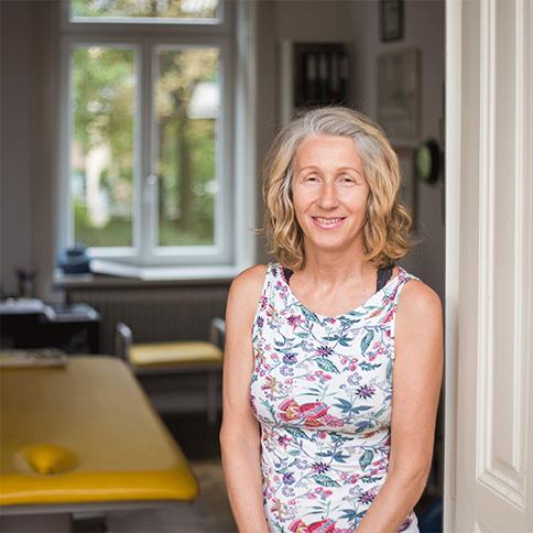 Portrait Eva Reischer Kunzova | Expertin für Physiotherapie und Osteopathie